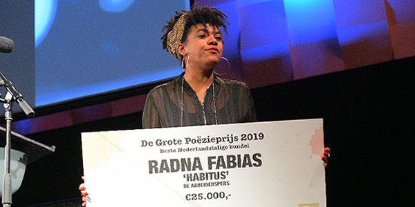 Eerste Grote Poëzieprijs voor Radna Fabias