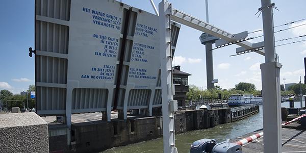 Rotterdam verzet de zinnen met nieuw bruggedicht